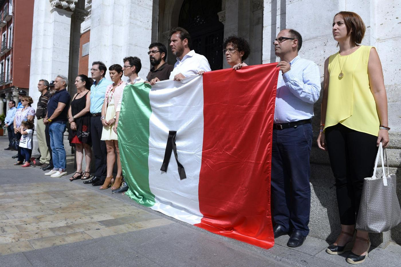 Minute of silence at Valladolid's main square in memory of the victims of the earthquake in Italy