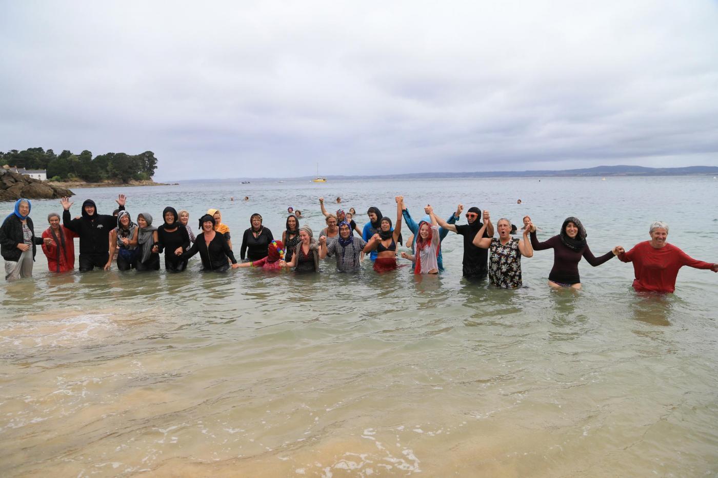 Burkini, protesta in spiaggia