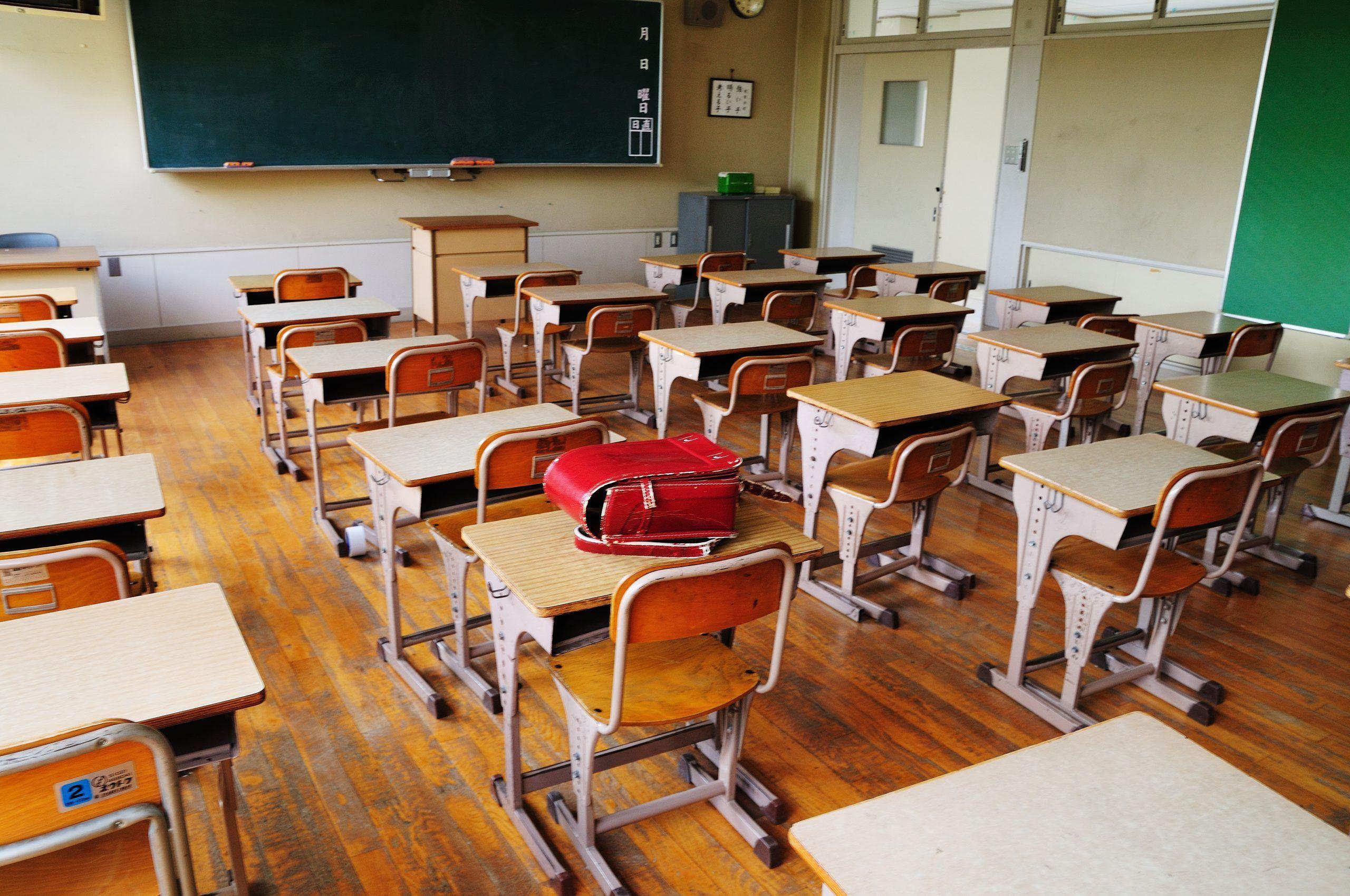 Scuola, video a figura intera per un posto da insegnante