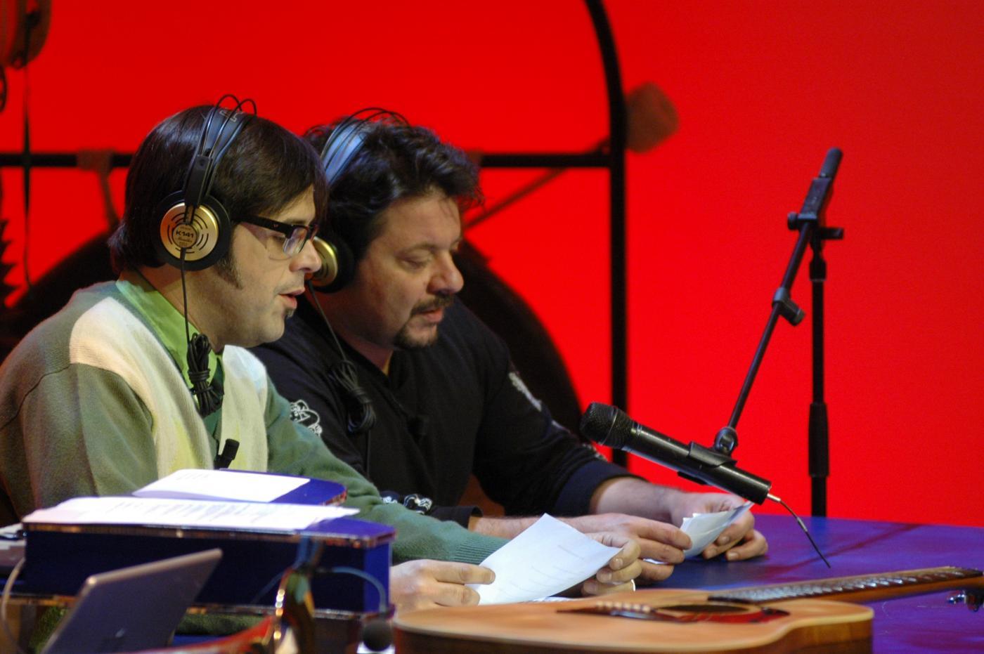 Rai Radio2 cancella 610 di Lillo & Greg, poi smentisce: 'Nuova versione con il pubblico'