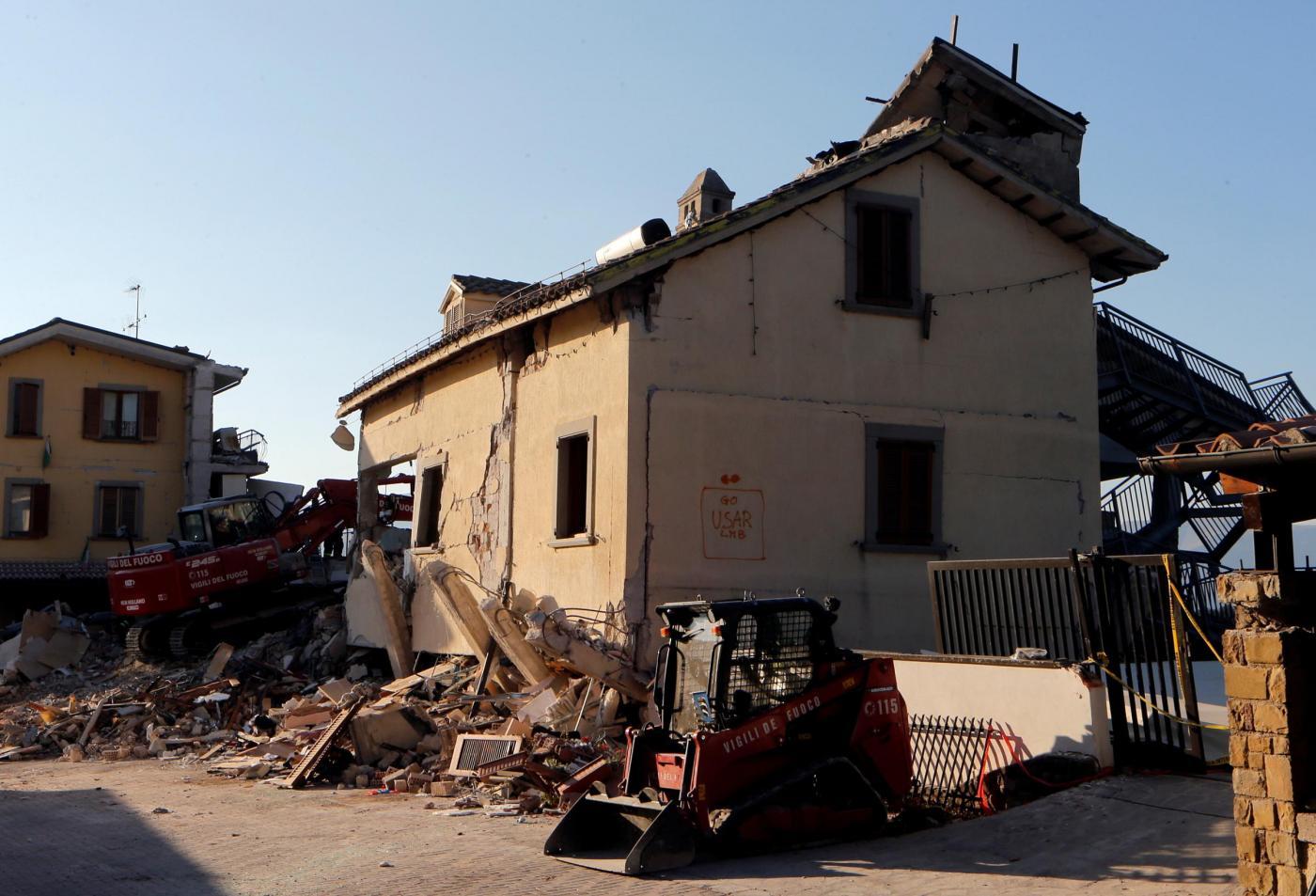 Terremoto Italia, Presidente Mattarella arriva ad Amatrice