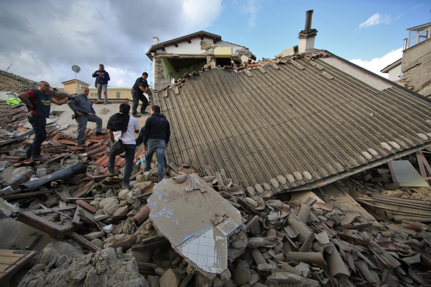 Terremoto di magnitudo 6.0 devasta il centro Italia: le immagini di Amatrice distrutta