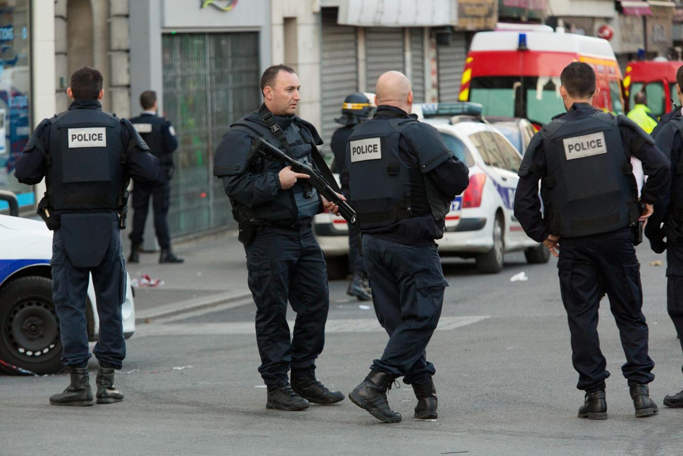 Parigi, fermato 15enne pronto a compiere un attentato