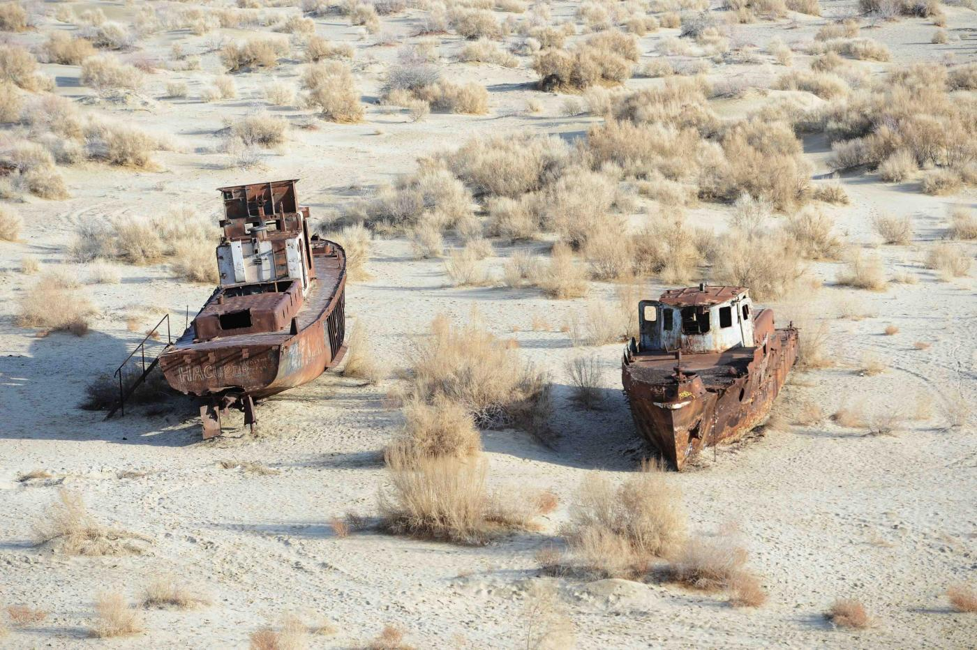 Lago Aral 2016: bacino d'acqua completamente scomparso
