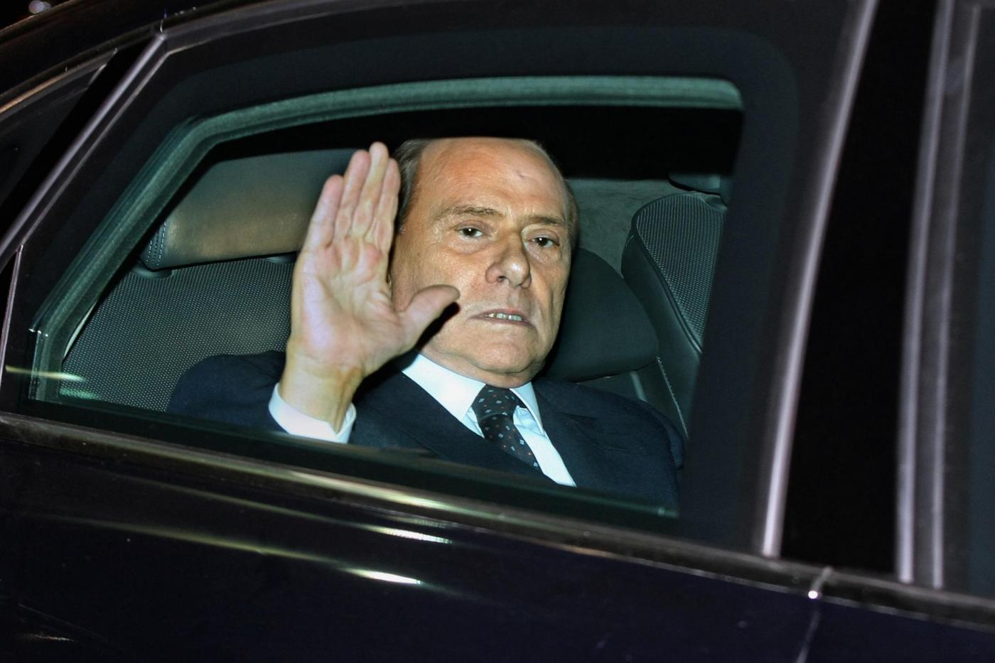 Silvio Berlusconi lascia il Quirinale dopo ever rassegnato le dimissioni le dimissioni