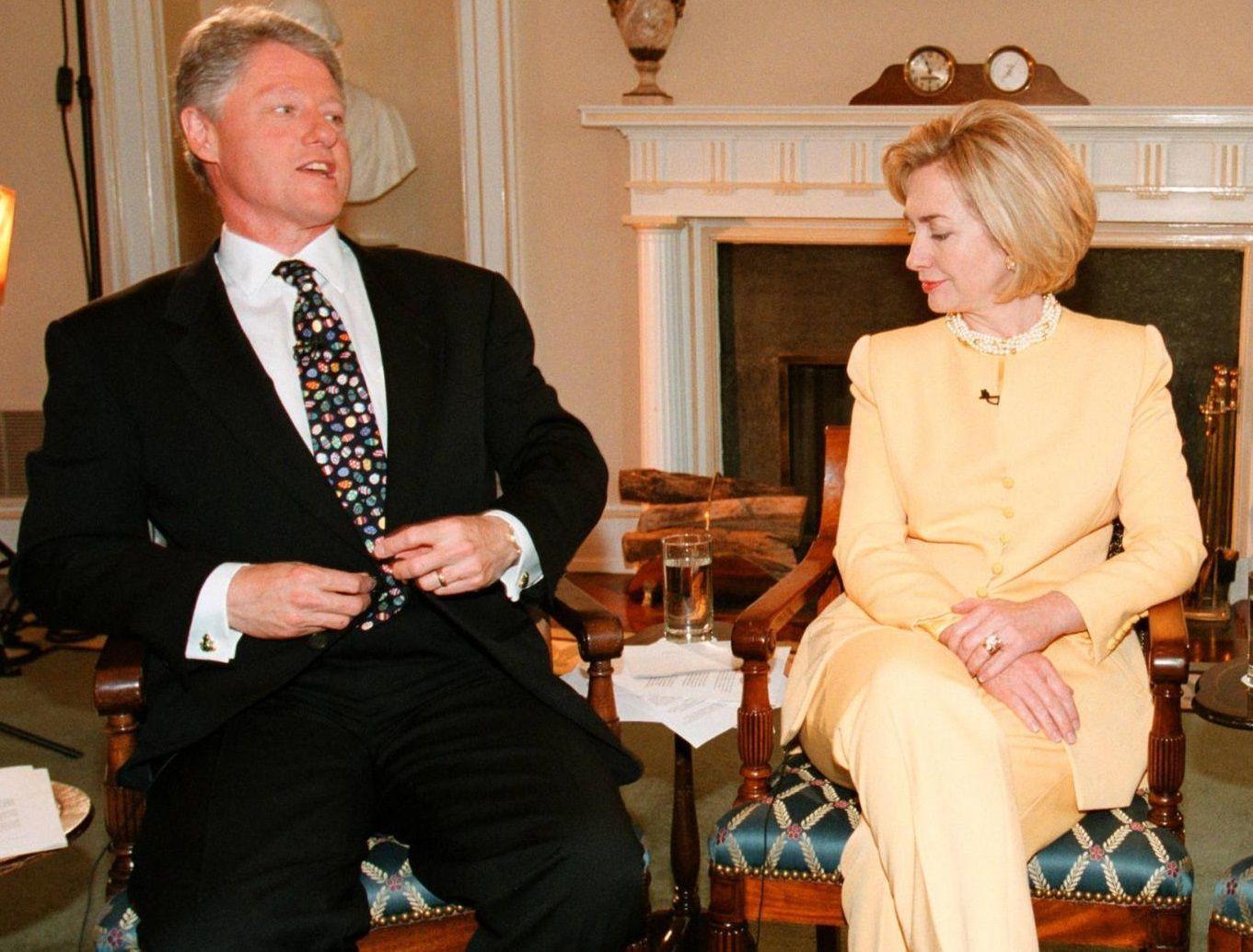 Bill e Hillary Clinton durante il Sexgate