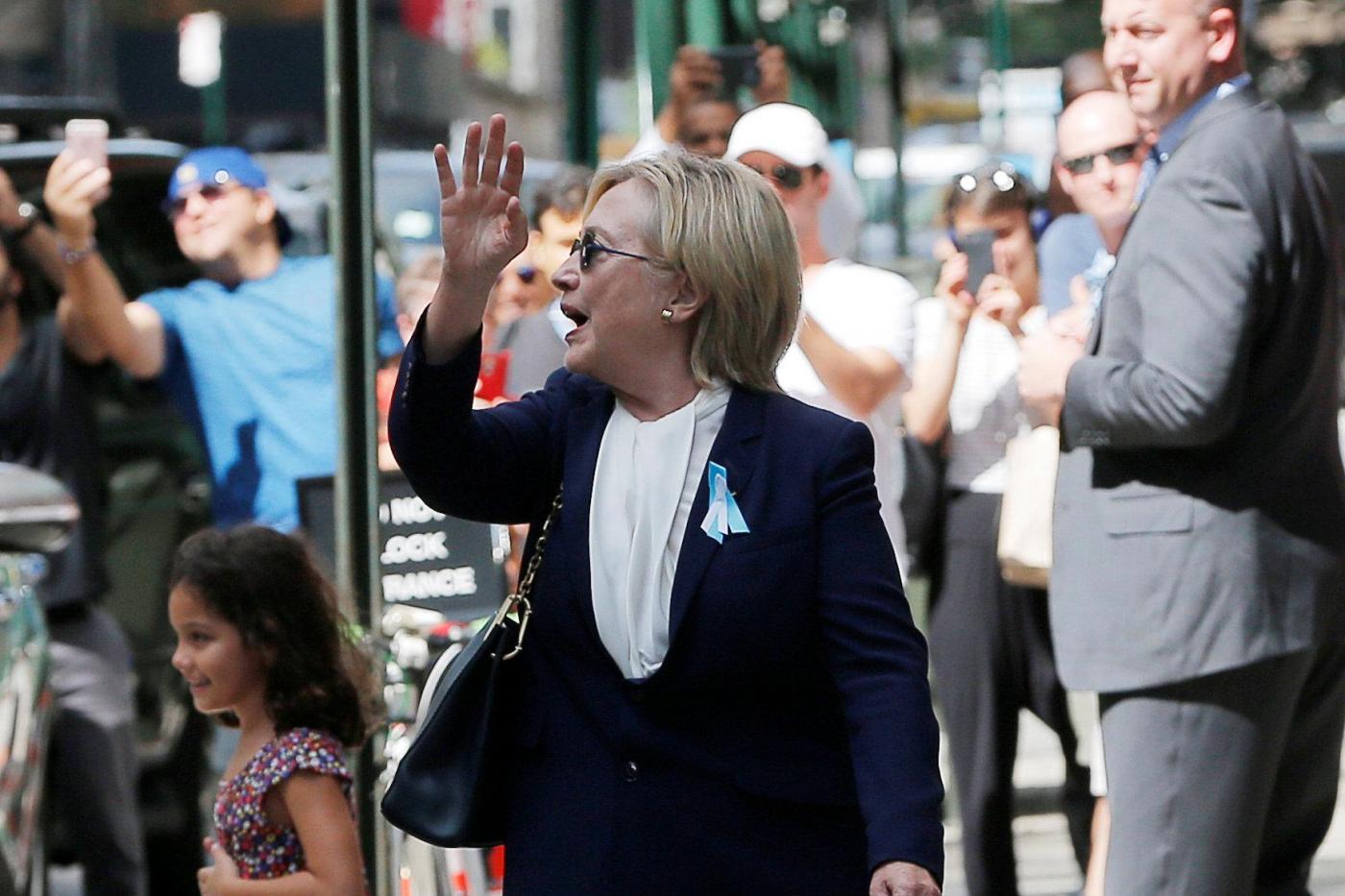 11 Settembre, Hillary Clinton esce da casa della figlia dopo il malore