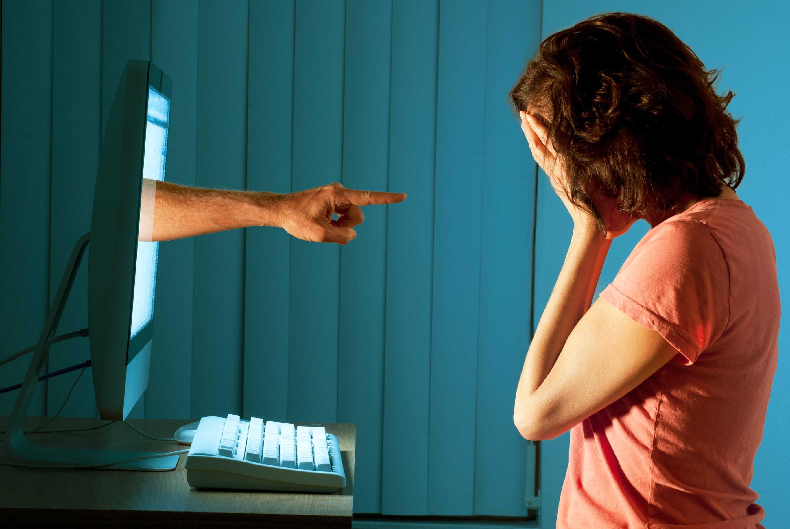 Il cyberbullismo è dilagato, fra il silenzio della stampa e la negligenza della politica