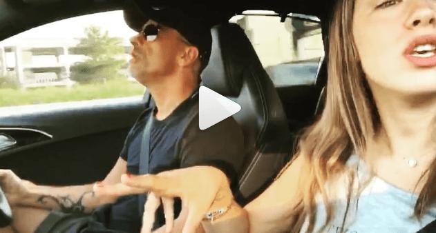 Aurora Ramazzotti e papà Eros cantano insieme in auto