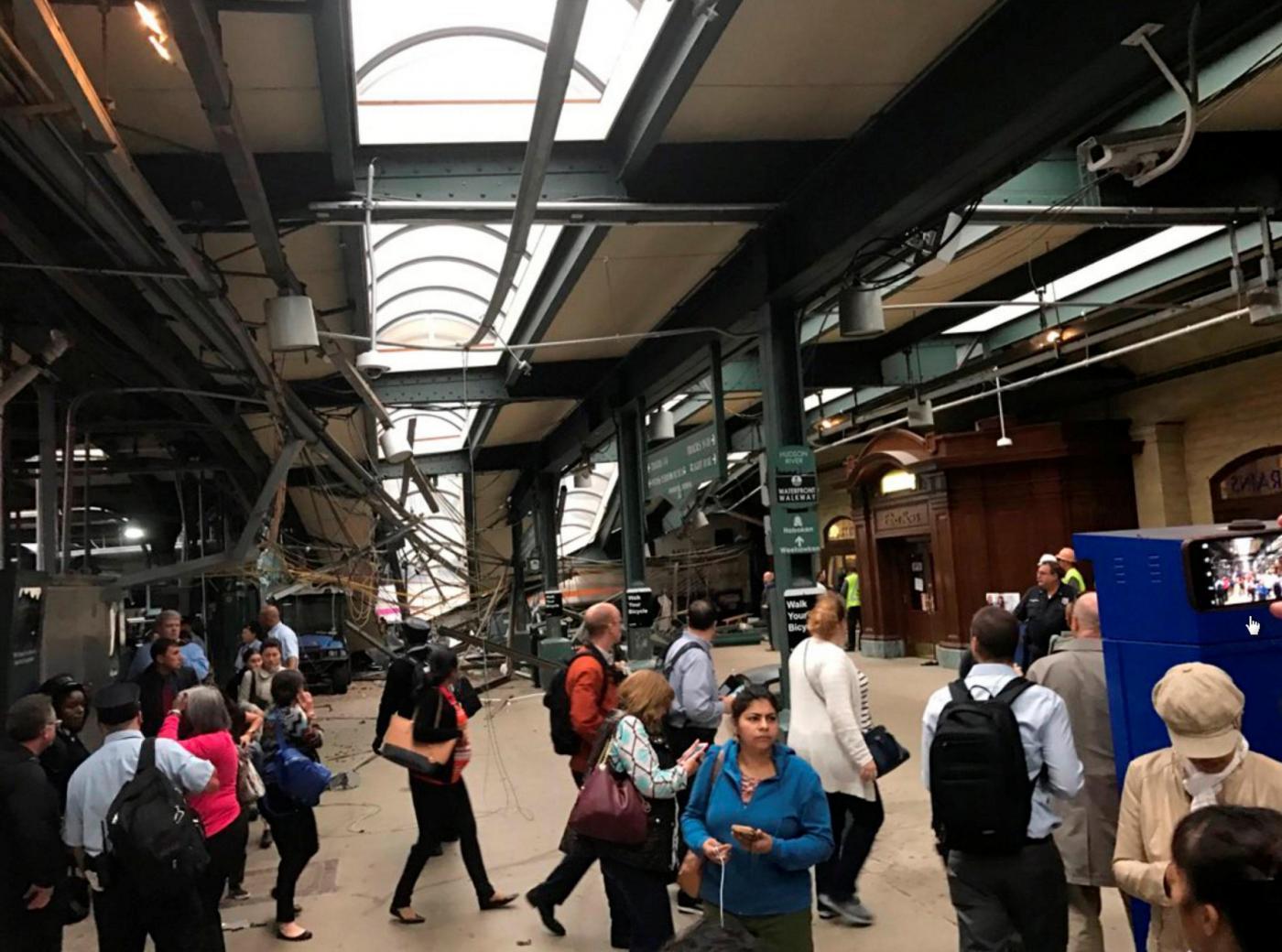 Usa, incidente treno in New Jersey