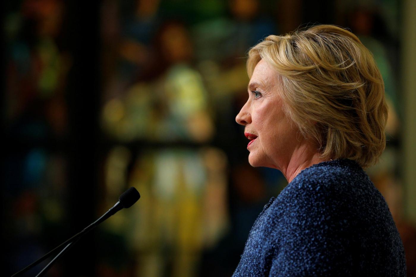 Hillary Clinton ha la polmonite: cancellato il viaggio in California