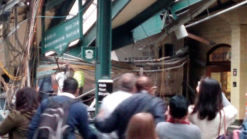 USA: treno pendolari si schianta in New Jersey