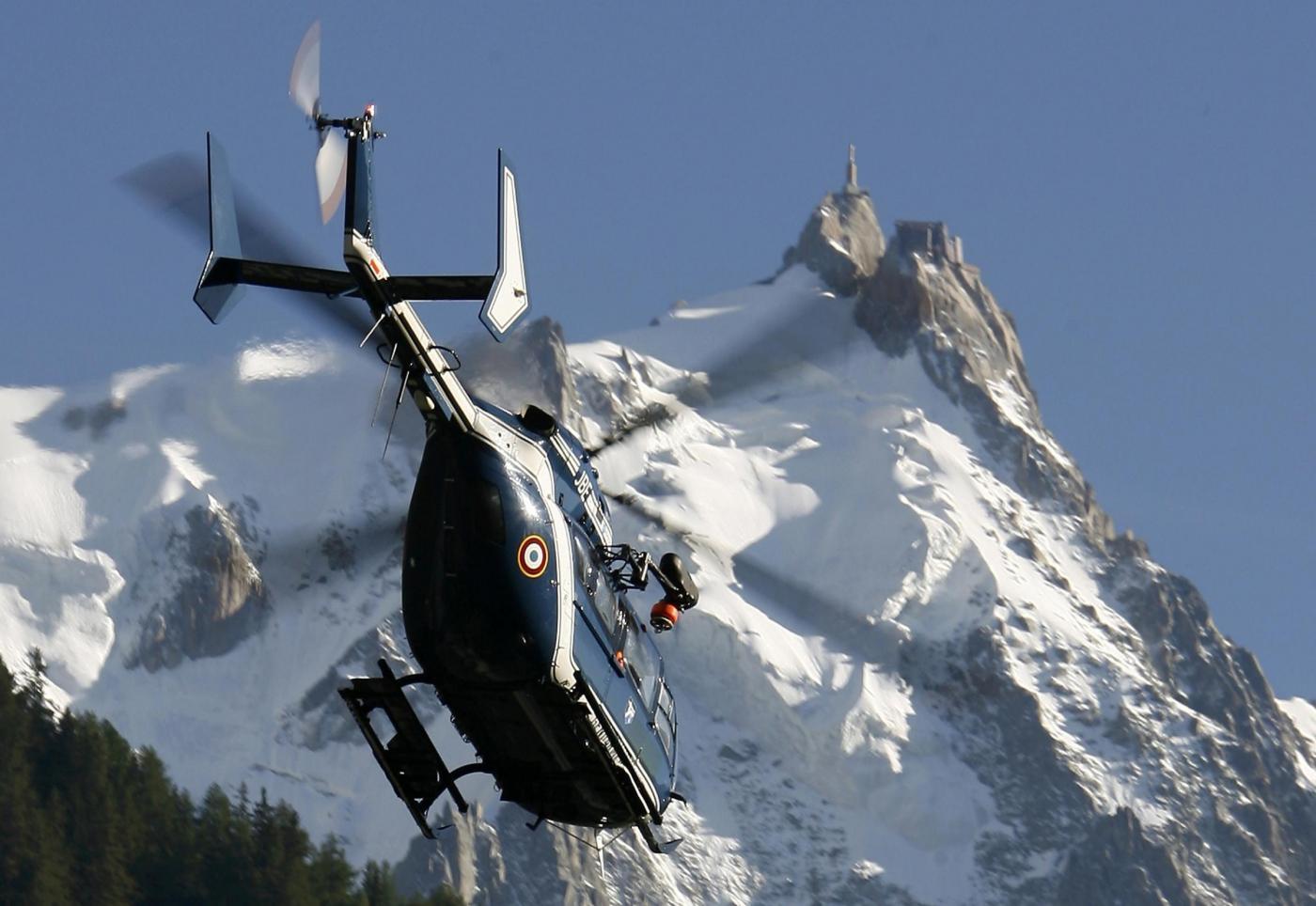 Monte Bianco, 110 persone bloccate sulla funivia a causa di un guasto