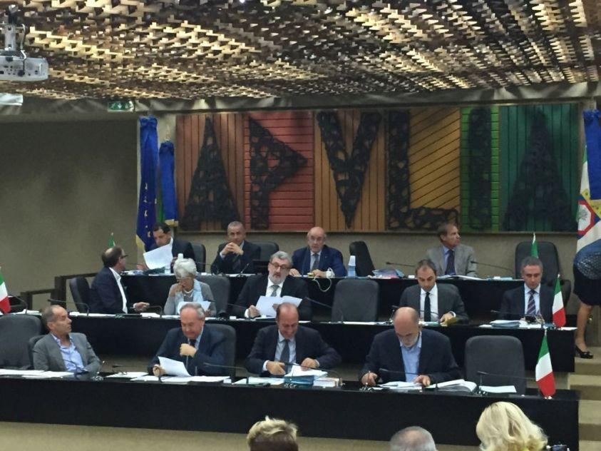 Puglia, i consiglieri regionali si tagliano le tasse sui vitalizi