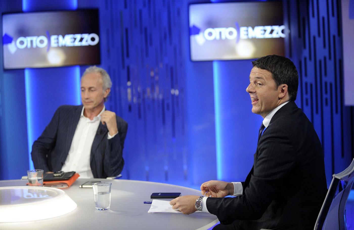 Renzi-Travaglio, scintille dalla Gruber: da Happy Days al bipolarismo cazzaro