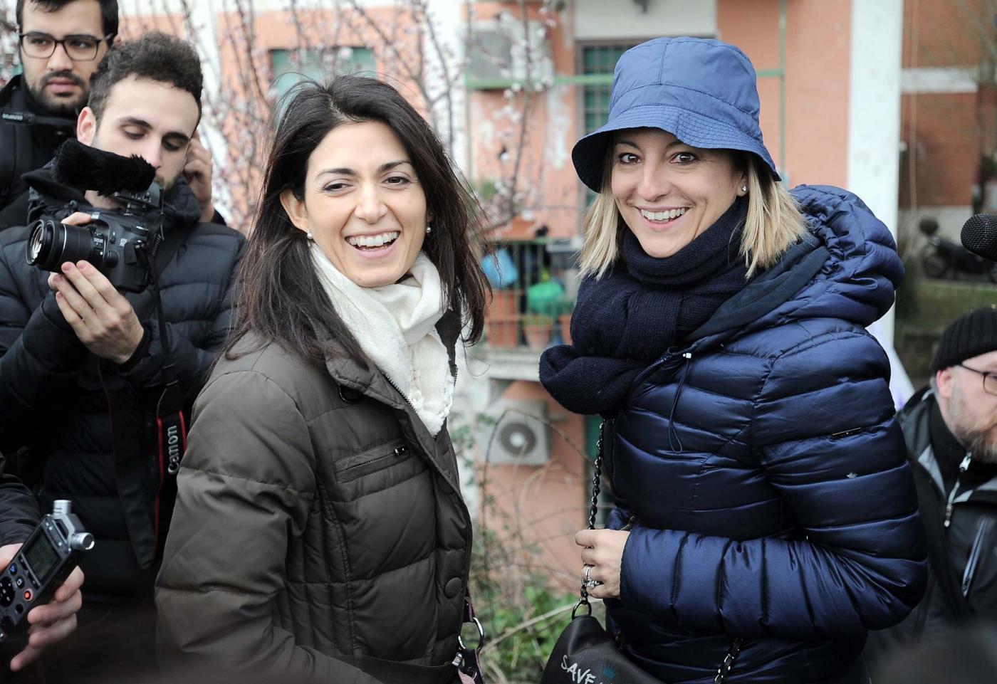 Roberta Lombardi contro Virginia Raggi per la casa acquistata da Raffaele Marra
