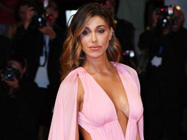 Belen a Venezia: la showgirl arriva in ritardo ma seduce il Lido
