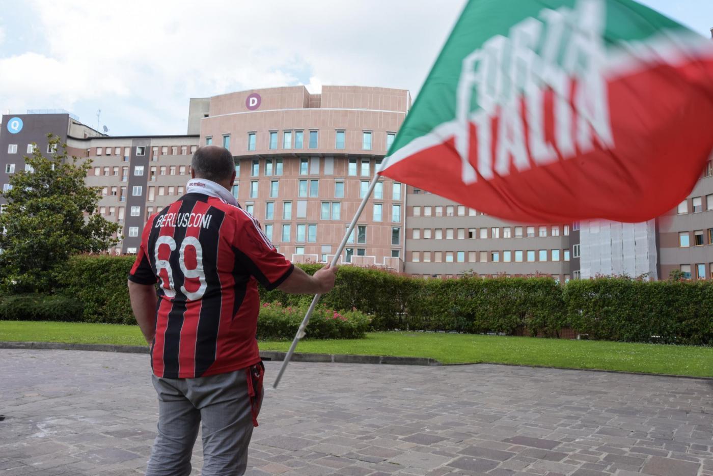 Milano, conferenza stampa medici di Silvio Berlusconi