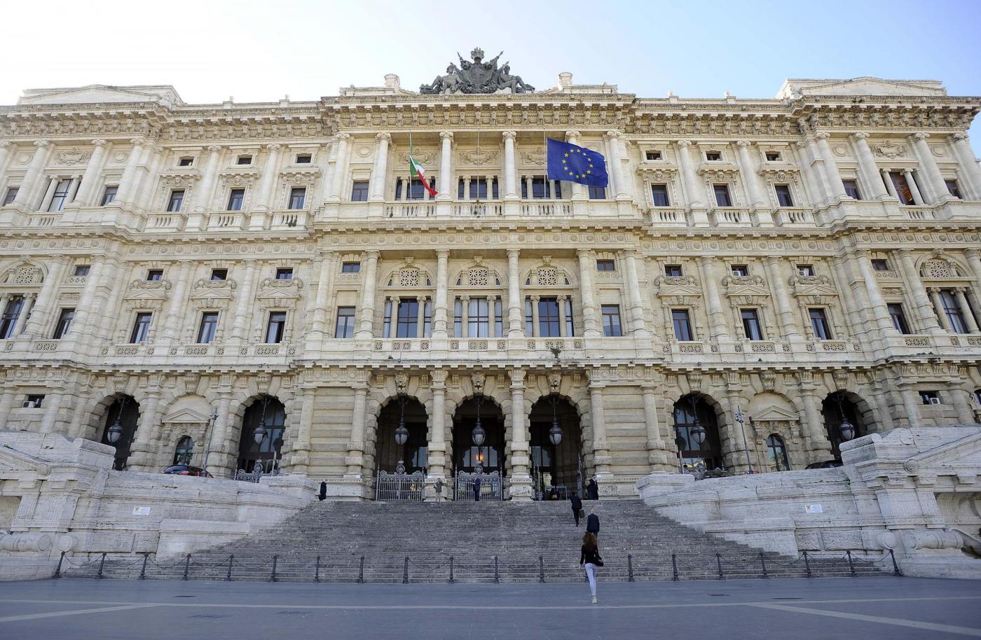 Cassazione, senatori opposizioni presentano firme referendum su riforme costituzionali