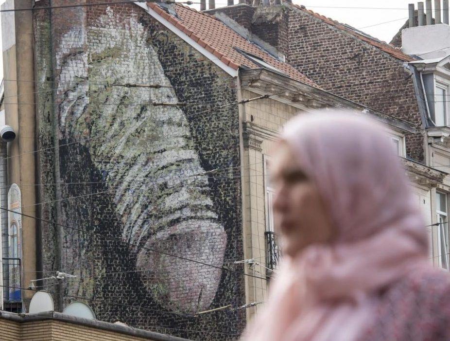 Bruxelles, arte porno sui muri della citta