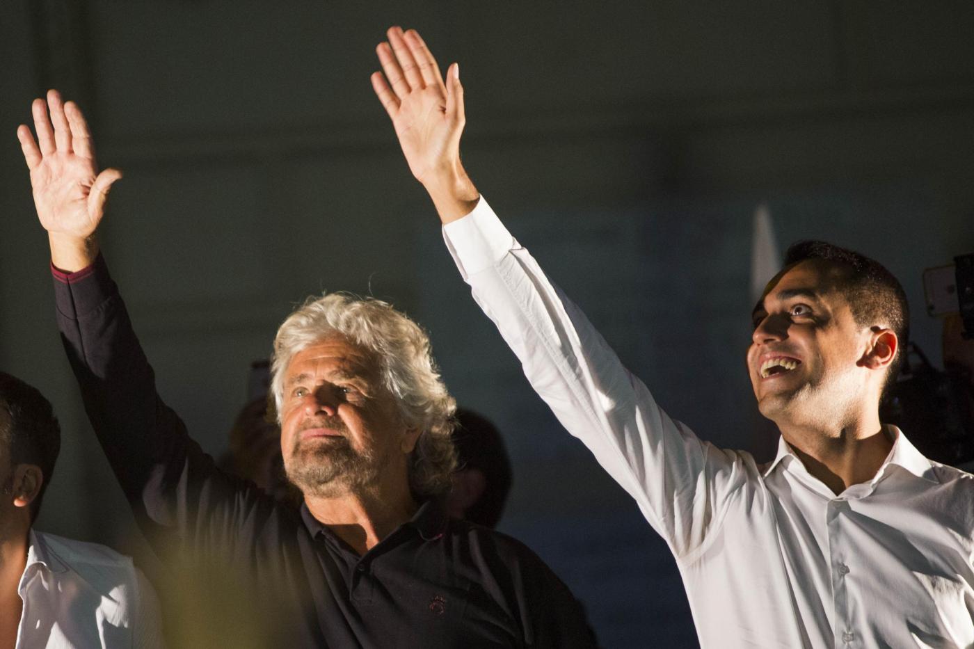 """Grillo difende la Raggi e salva Di Maio: 'Andiamo avanti, anche noi facciamo cavolate"""""""