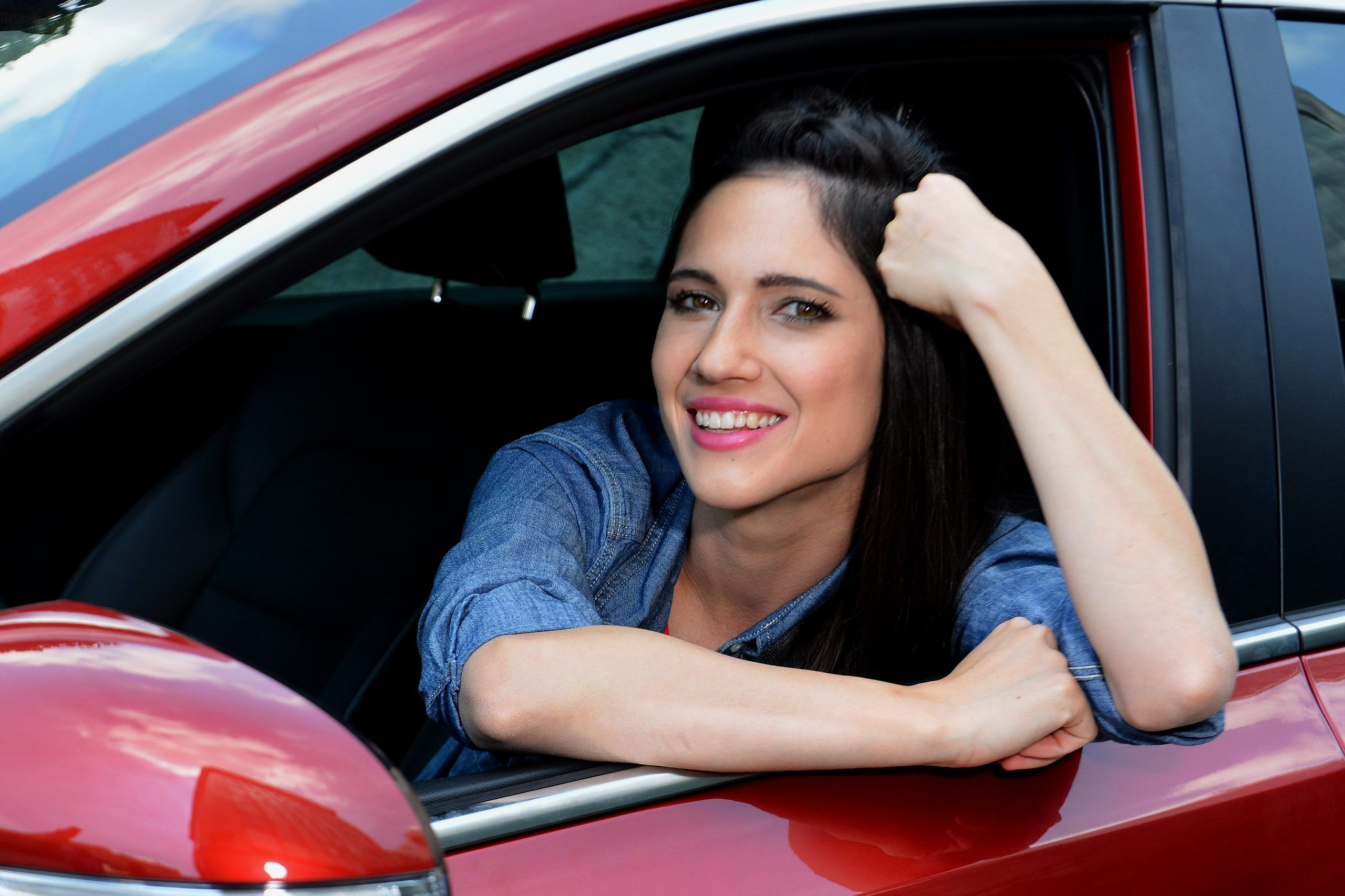 Singing in the car: il nuovo game musicale di Tv8 dove la semplicità paga