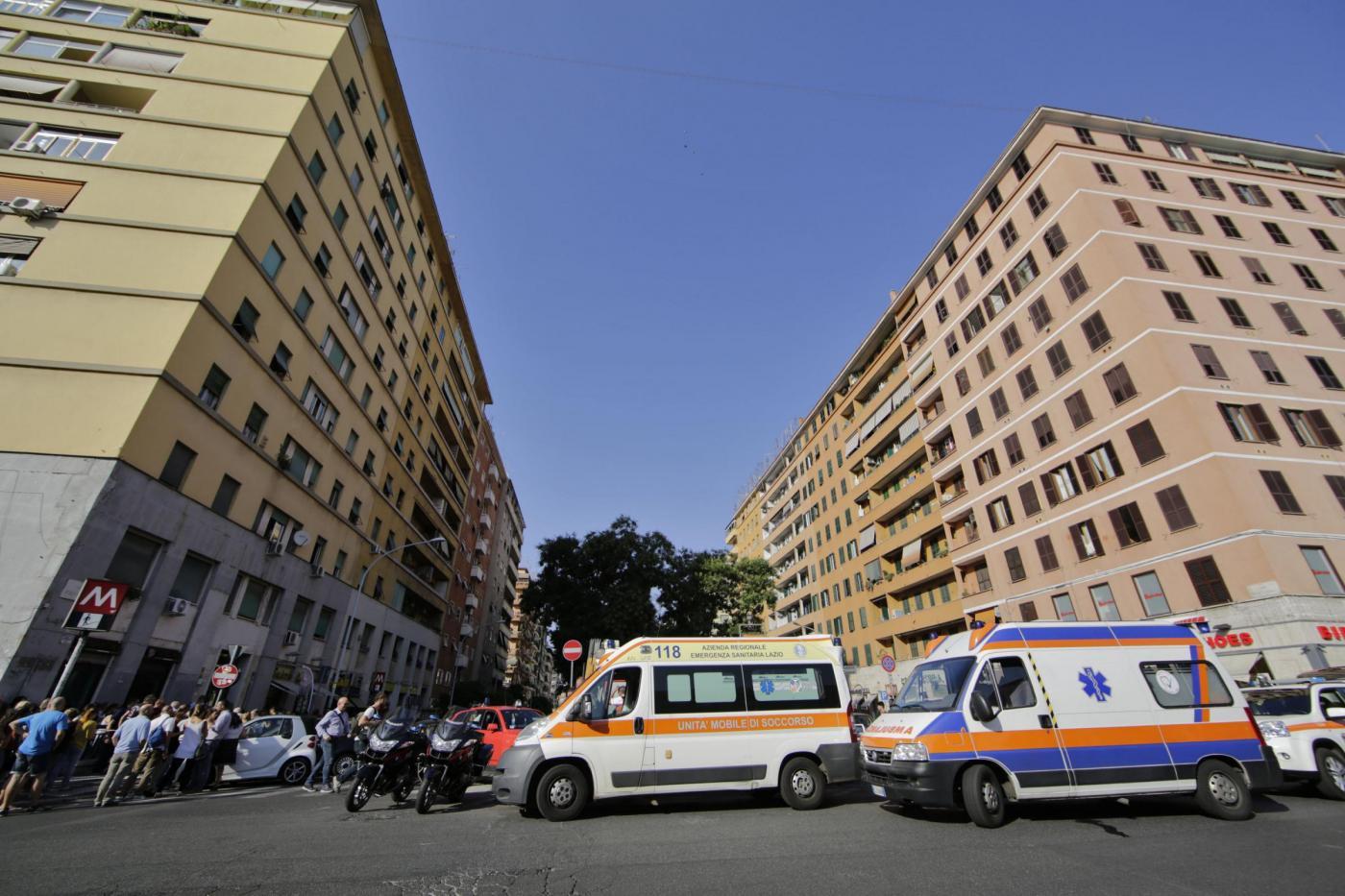 Roma, 15enne investito dalla metro: è grave