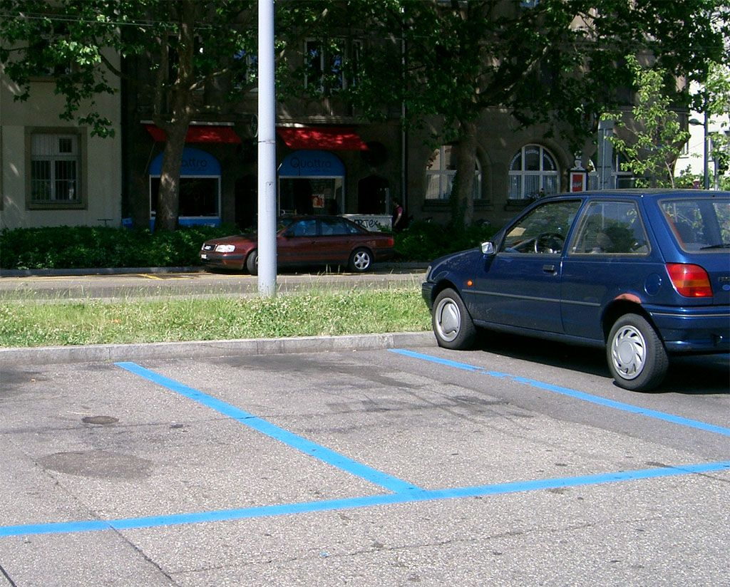 Parcheggi liberi in città, presto li troveranno i sensori delle auto