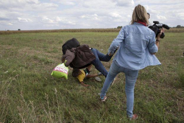 La giornalista ungherese che fece sgambetto ai siriani rischia 5 anni di carcere