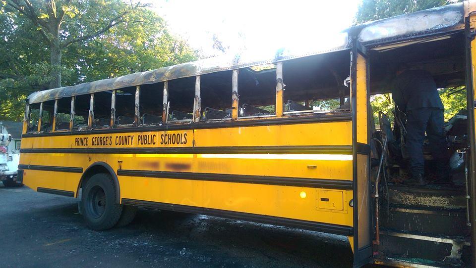 Usa, incendio su scuolabus con 20 bambini: l'autista li salva tutti