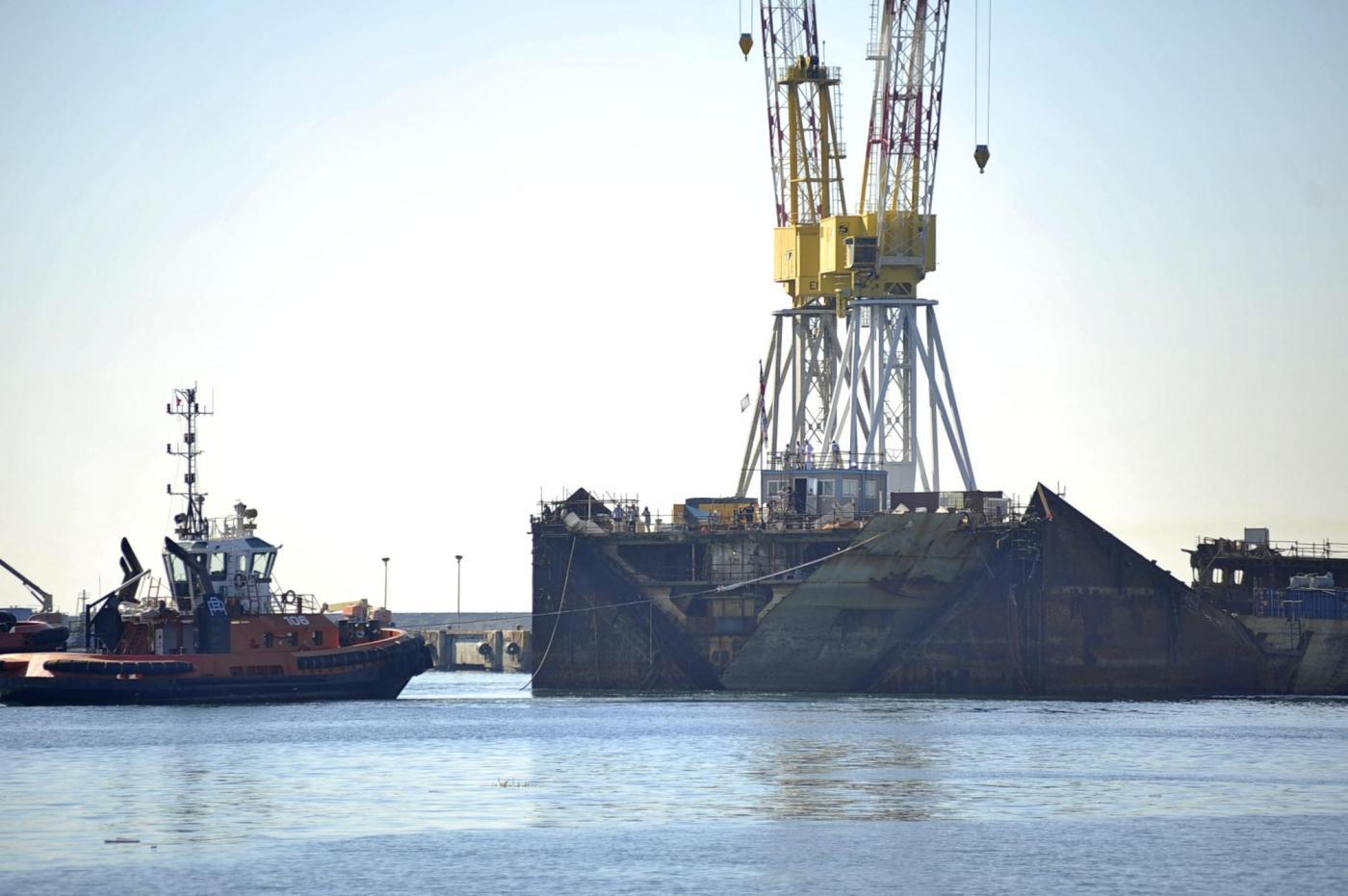 Concordia, l'ultimo viaggio prima della demolizione