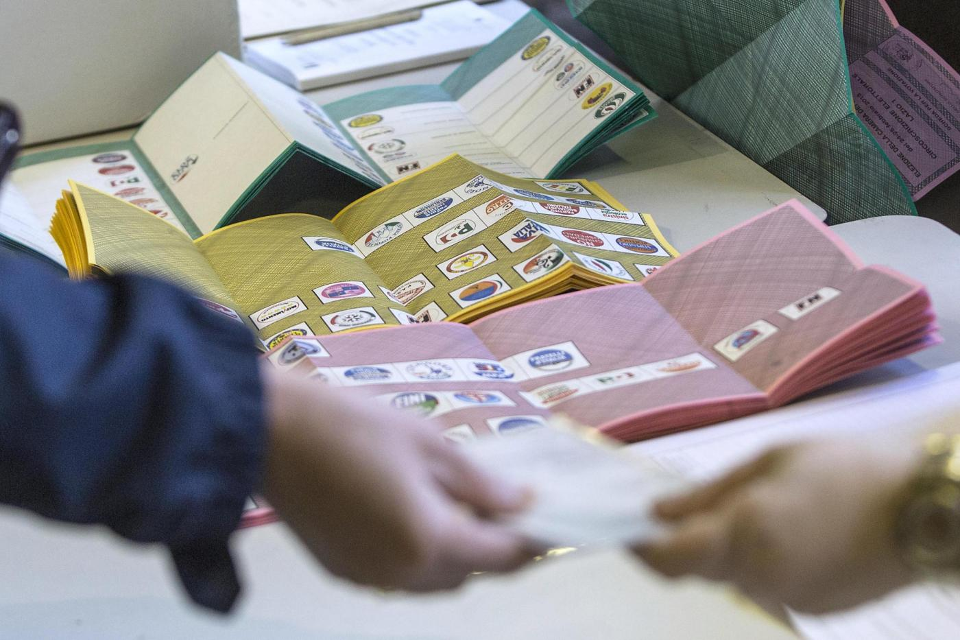 Sondaggi politici elettorali 7 febbraio: caso Raggi non danneggia i 5 Stelle