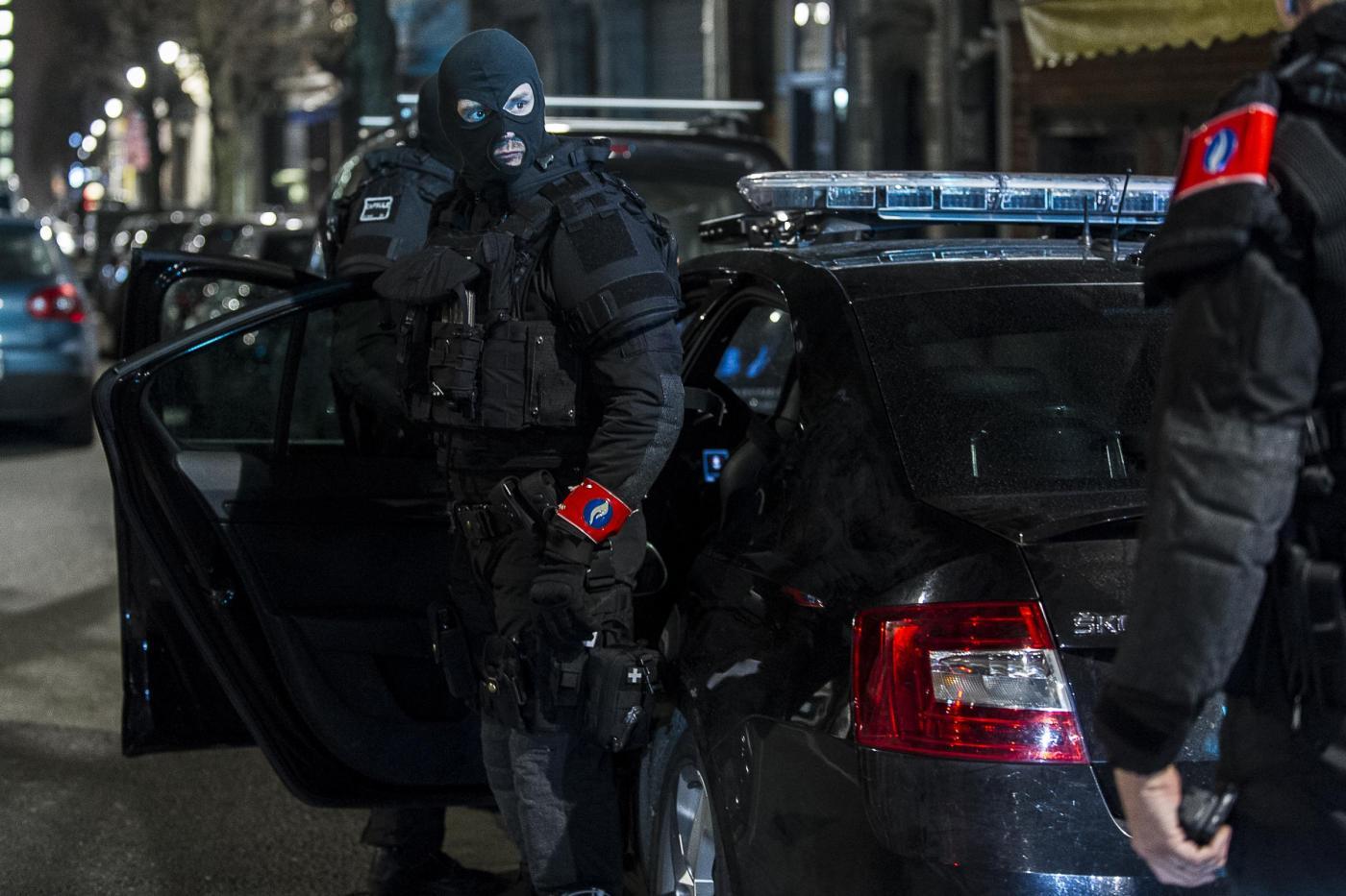 Bruxelles, poliziotti accoltellati. Polizia: 'È terrorismo'