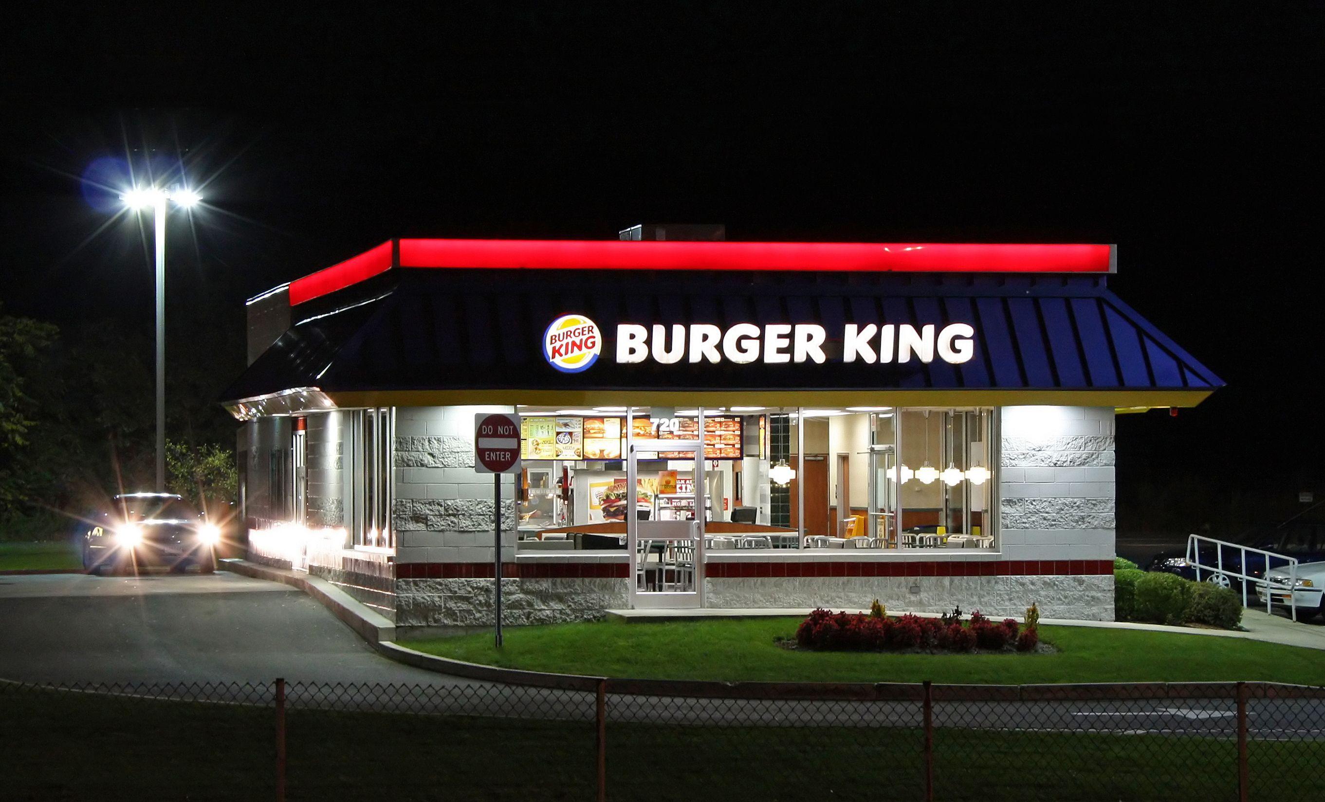 Burger King si traveste da McDonald's: scherzetto di Halloween?