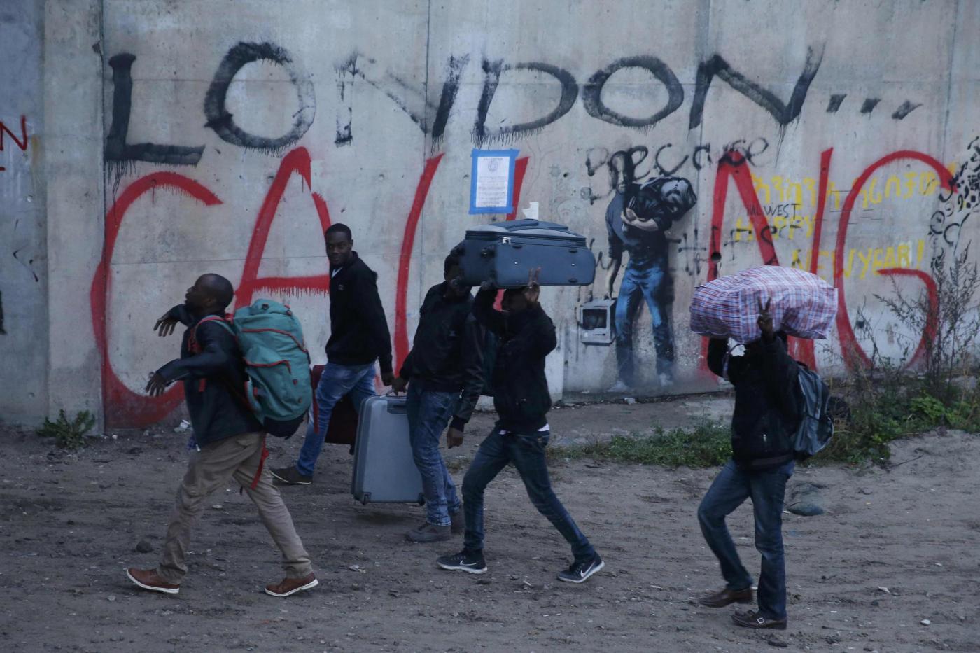 Giungla di Calais, in Francia: è iniziato lo sgombero