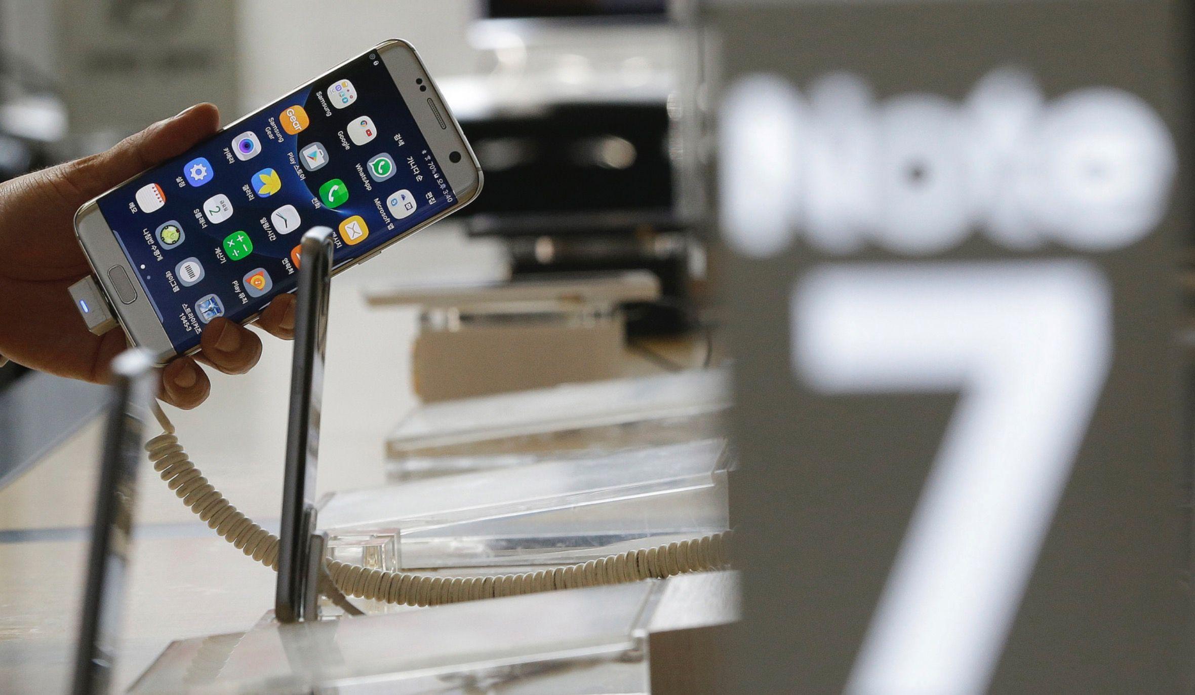 Samsung Galaxy Note 7 sostituito prende fuoco su un aereo