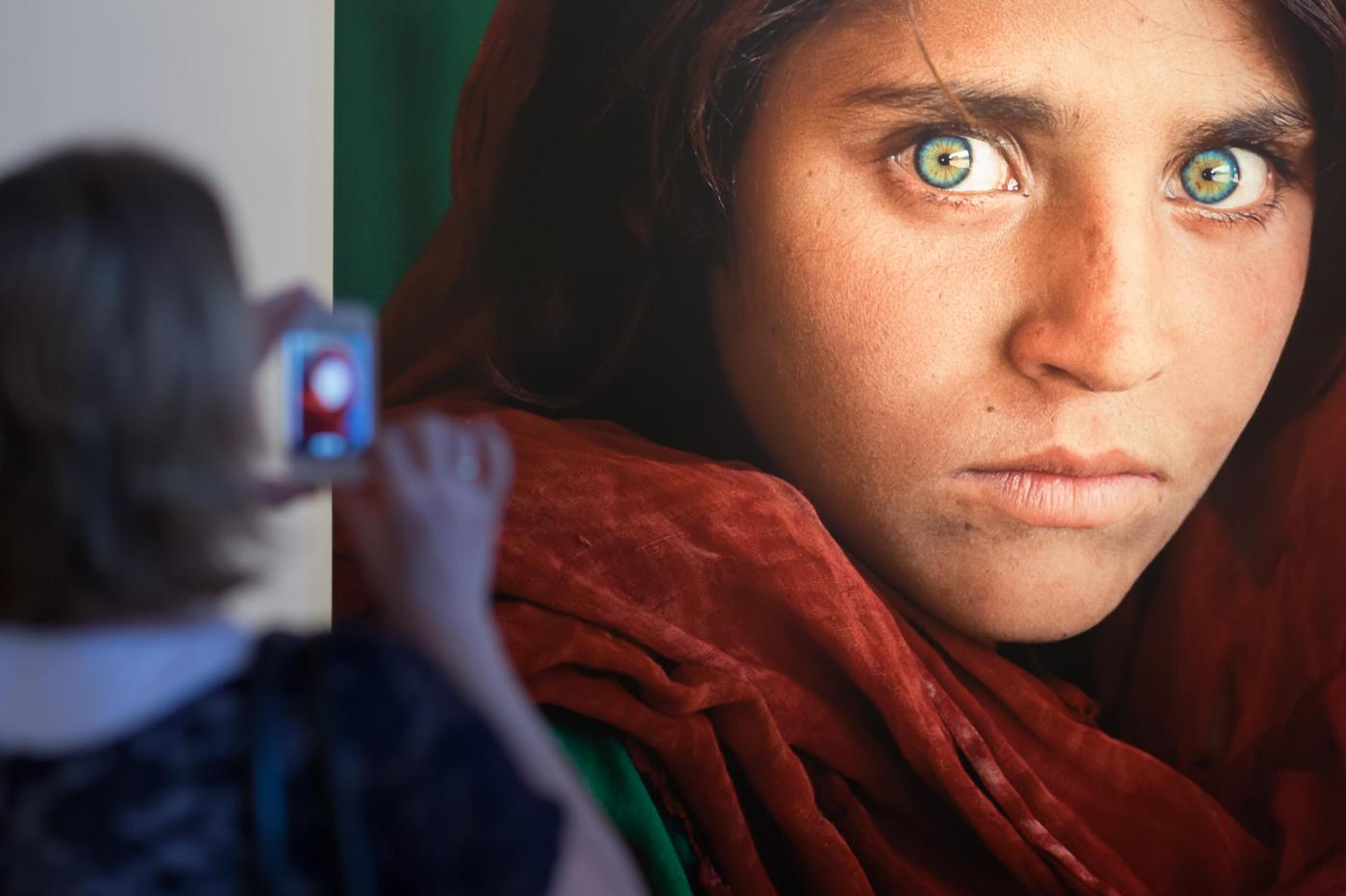 Steve McCurry, ragazza afghana