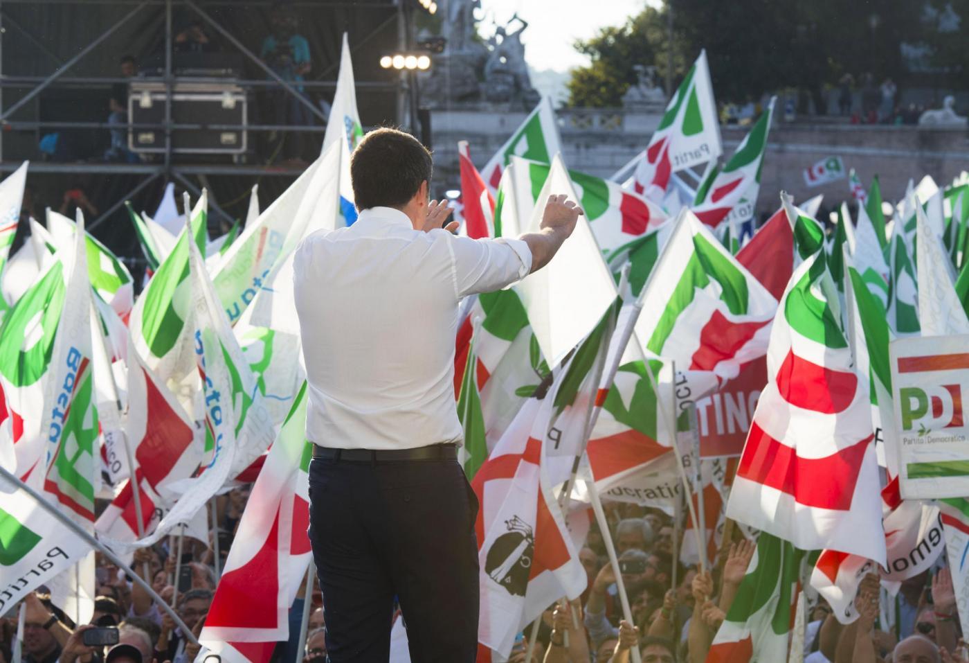 Referendum, Renzi: 'Il partito del No va da Travaglio a Grillo e vuole bloccare l'Italia'
