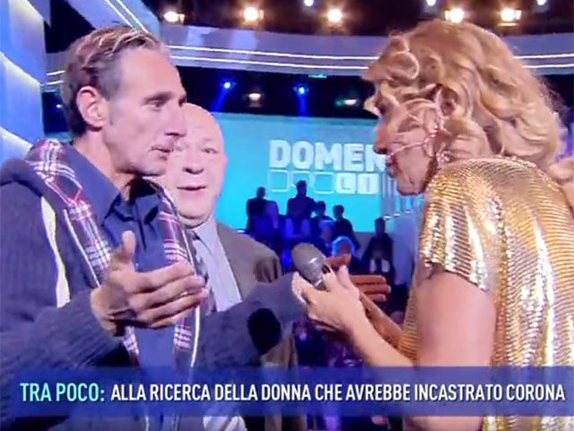 Barbara D'Urso interrotta da un intruso, panico a Domenica Live