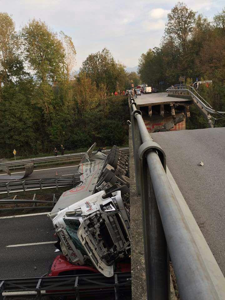 Crolla cavalcavia sulla statale 36 Milano Lecco