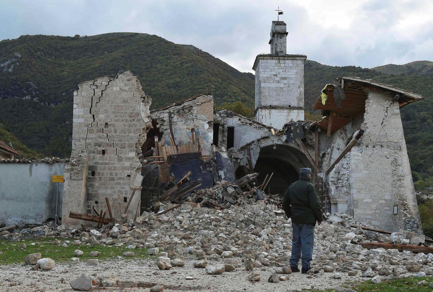 Terremoto in Italia, UE: fondi per l'emergenza fuori dal deficit