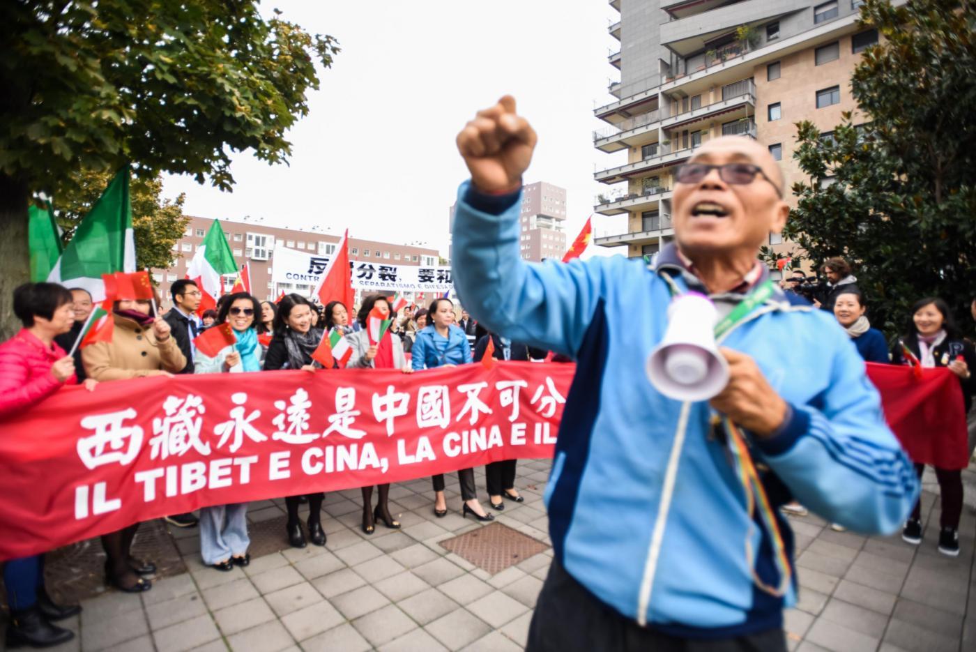 Protesta della comunita cinese per la visita del Dalai Lama