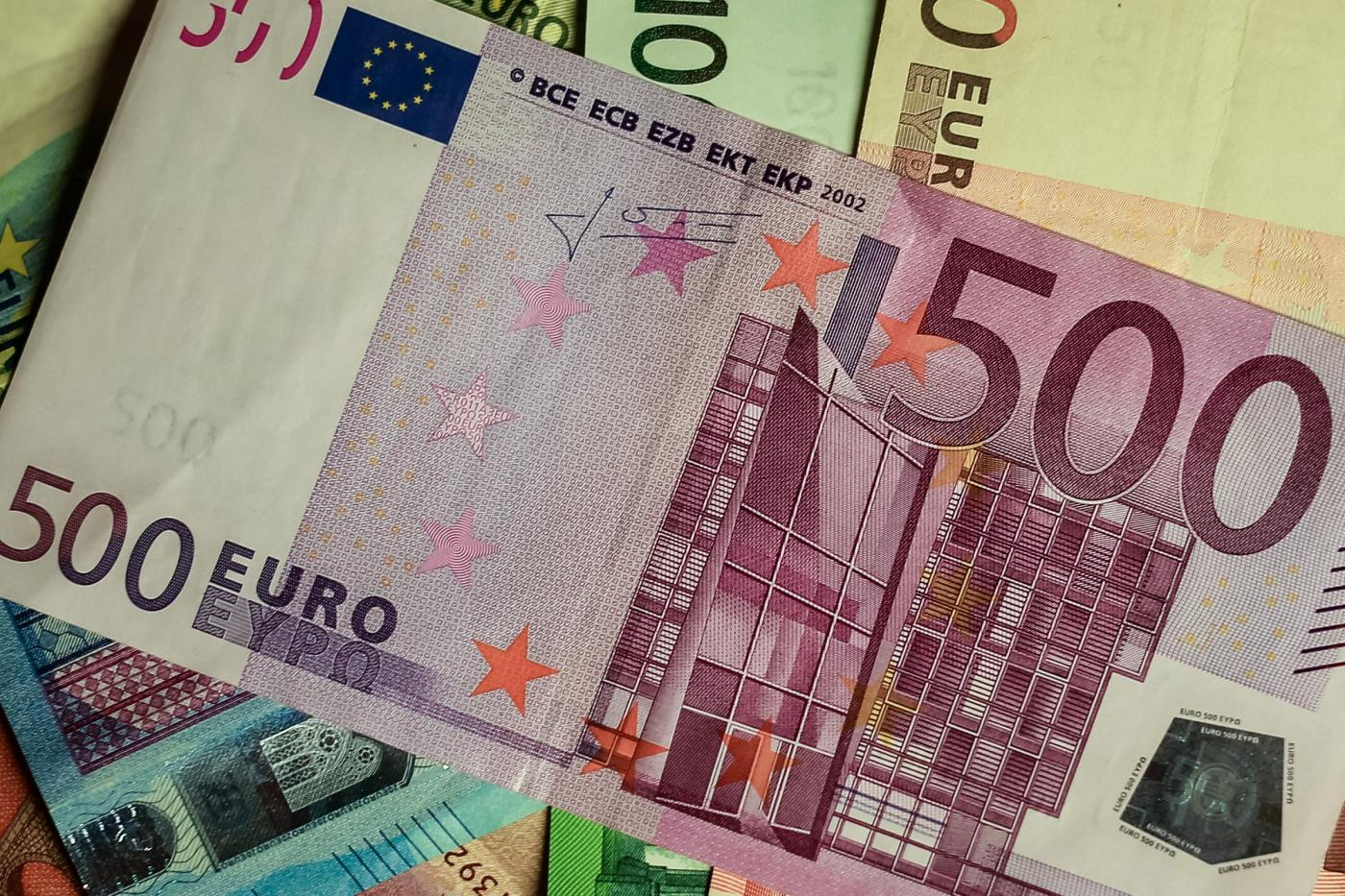 Banconote in euro, commissioni banche