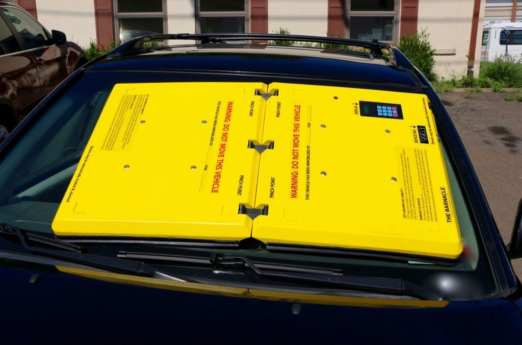 Ganasce auto: in America ora ti bloccano il parabrezza