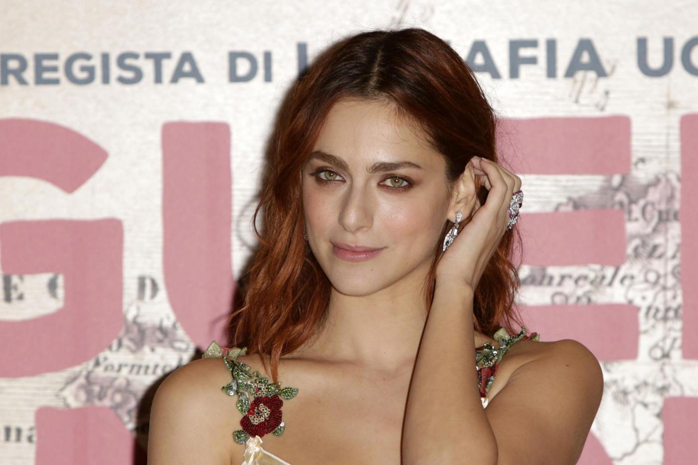 Miriam Leone single