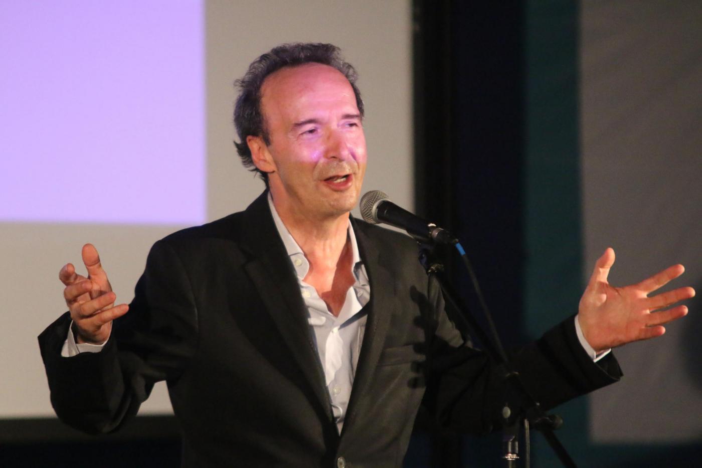 Roberto Benigni a Le Iene parla del Referendum Costituzionale