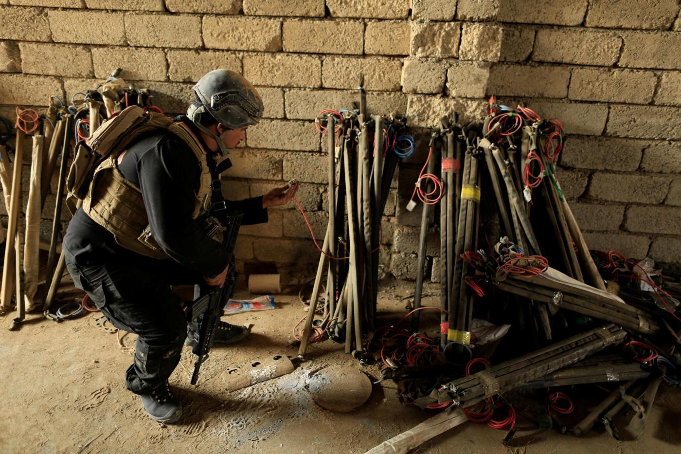 Iraq, truppe regolari ispezionano covi di IS preposti alla fabbricazione di ordigni