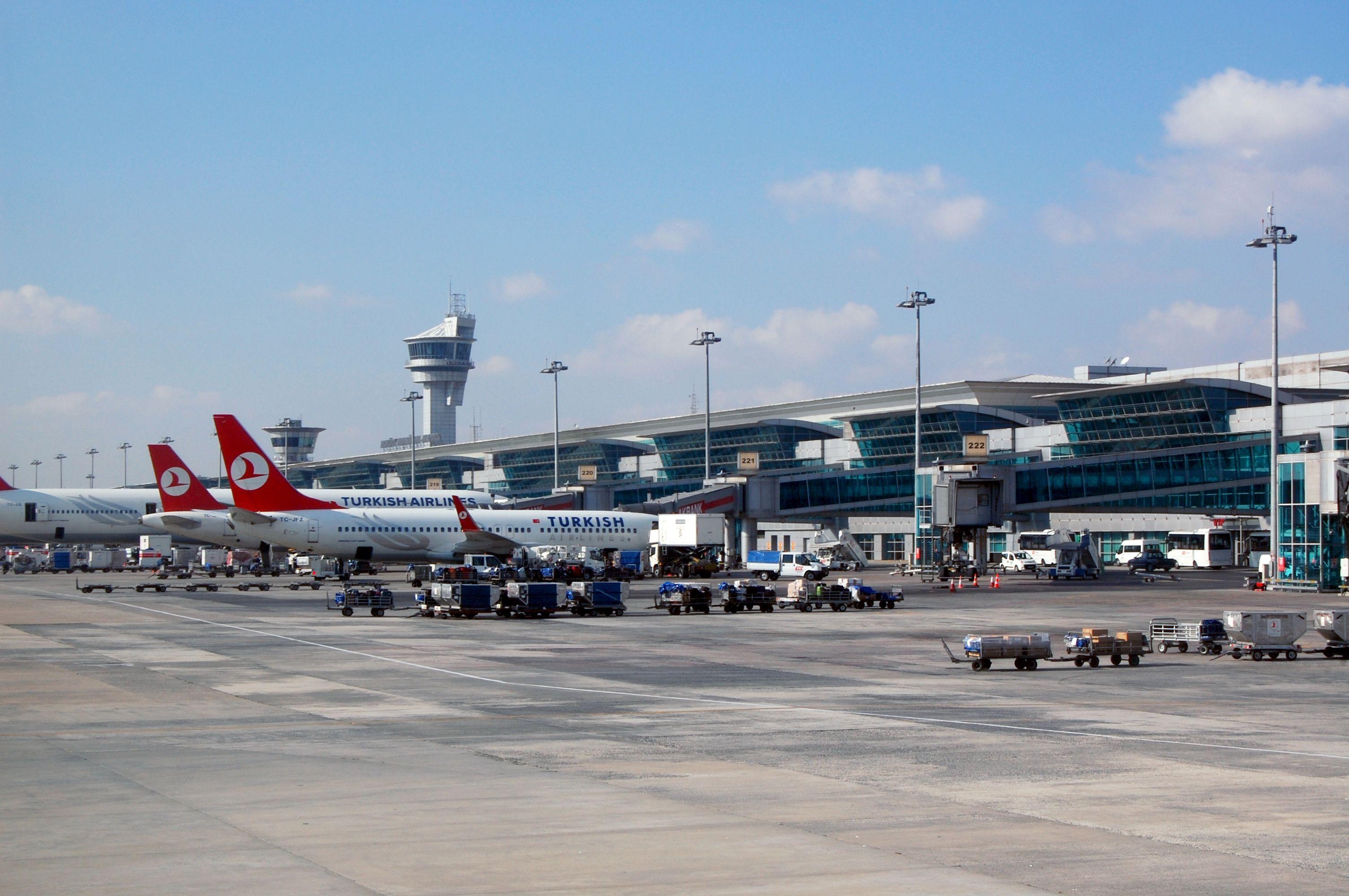 Aeroporto di Istanbul: polizia apre il fuoco, due uomini arrestati