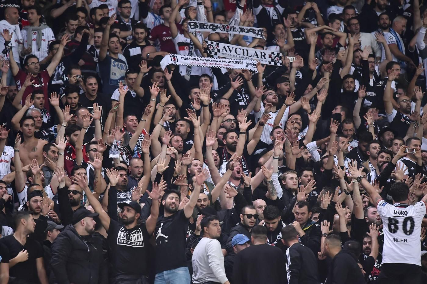 Besiktas-Napoli, tifoso italiano accoltellato (Video)