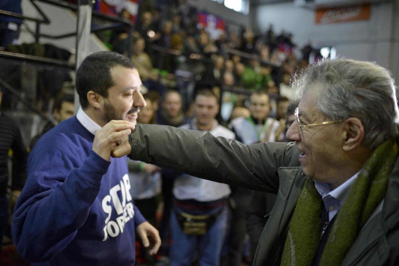 Bossi scarica Salvini: 'A base Lega Nord non frega niente dell'Italia'